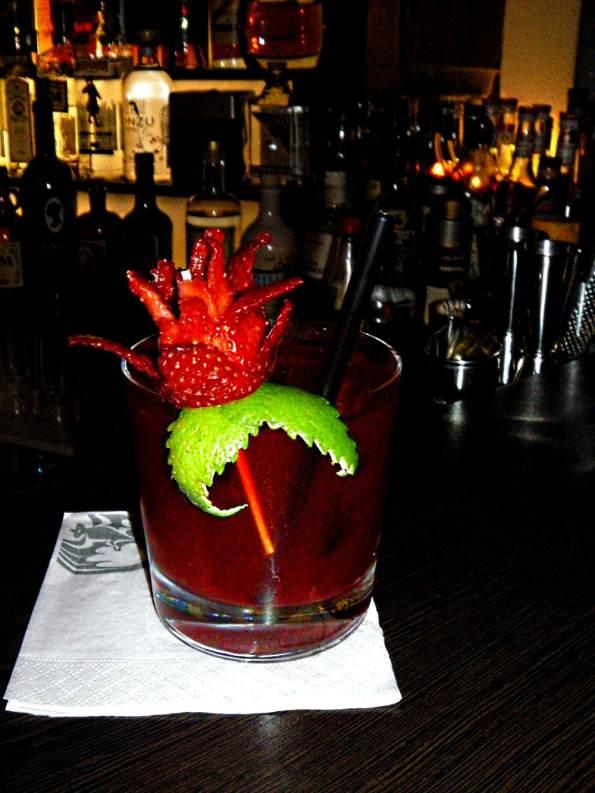 Cocktail mit Erdbeere, Cocktail mit Tee